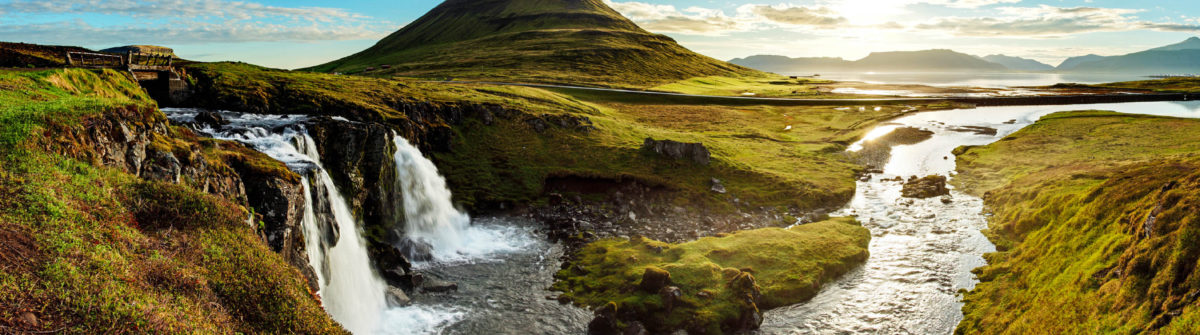 panorama-landschaft-in-island-istock_000036652096_large-2
