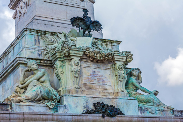 gallic-cock-symbol-of-france-from-colonnes-des-girondins-bordeaux-france-shutterstock_387940549-2-707×471