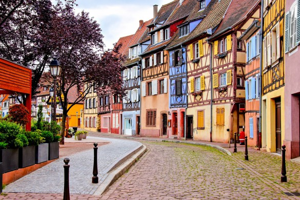 quaint-colorful-houses-of-the-alsatian-city-of-colmar-france-shutterstock_436894867-2-2-585x390
