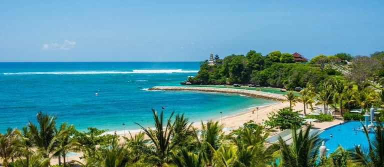 Great-day-on-the-Nusa-Dua-beach-with-view-on-temple_Nusa-Dua_Bali_Indonesien_shutterstock_513102883_1920