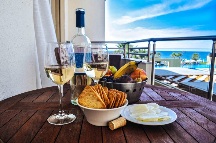 wine-with-snack-on-a-background-of-the-sea-istock_000067897009_medium-2