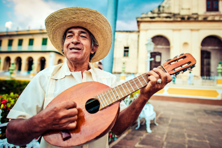 musician-with-mandolin-istock_000036102796_large-2-707×471