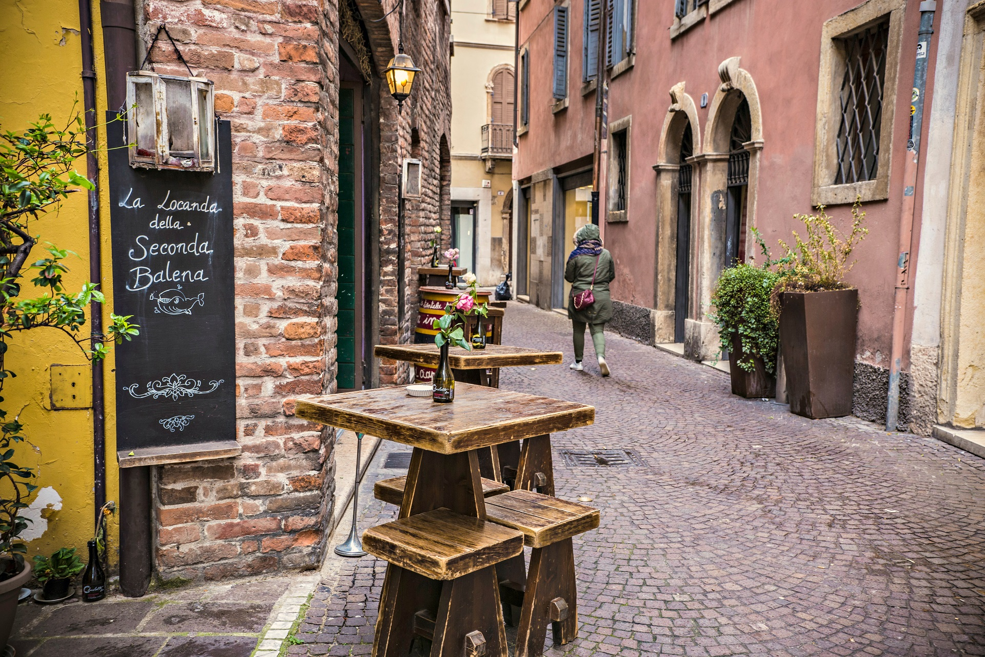 A bar in the streets of Verona