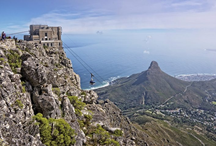 urlaubsguru.de_view-from-table-mountain-cape-town-south-african-istock_000042559598_large