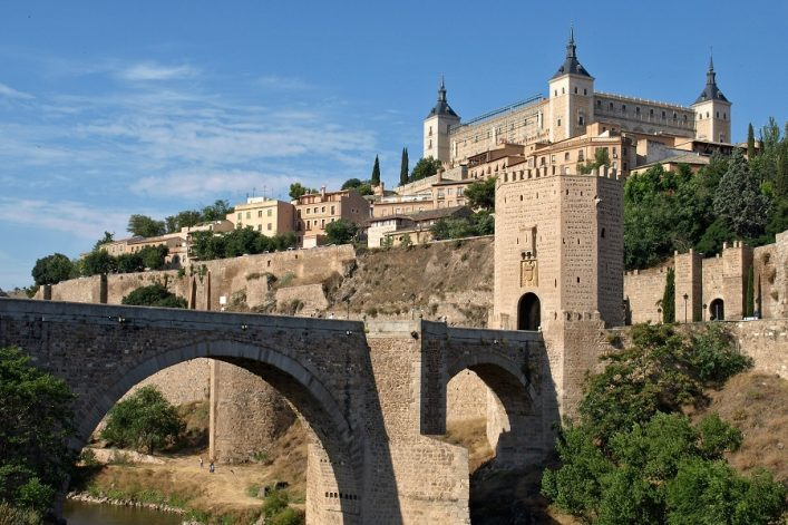 Historical-Toledo-view-bridge-over-Tagus-and-Alcazar-fortified-palace-Spain-shutterstock_15005998
