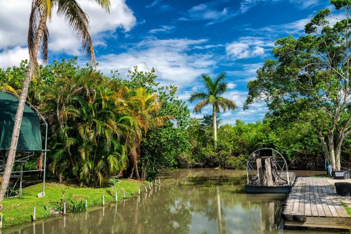 airboats-in-the-everglades-national-park-istock_37983554_xlarge-2