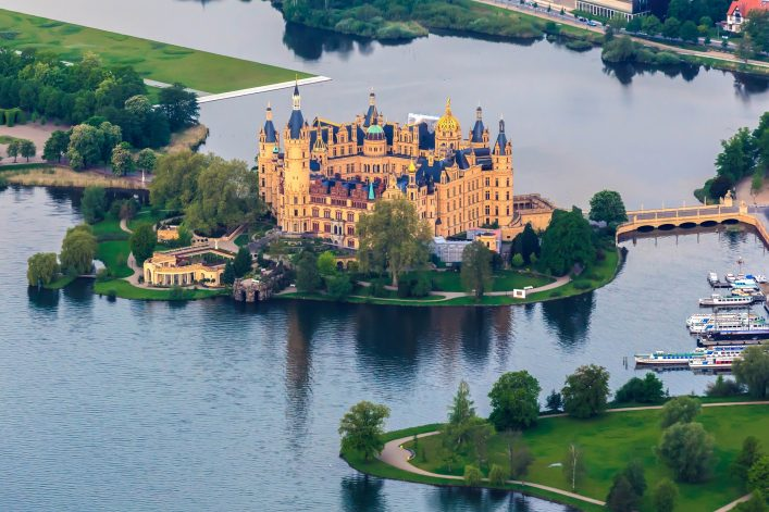 castle-of-schwerin-in-mecklenburg-western-pomerania-shutterstock_139604156-2