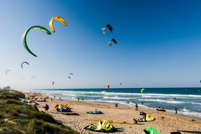 kiteboarding-istock_15823464_xlarge-editorial-only-cristian-baitg-2-e1528715901171