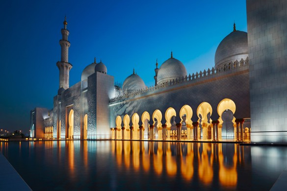mosque-in-abu-dhabi-the-capital-city-of-the-united-arab-emirate-shutterstock_415226527-2