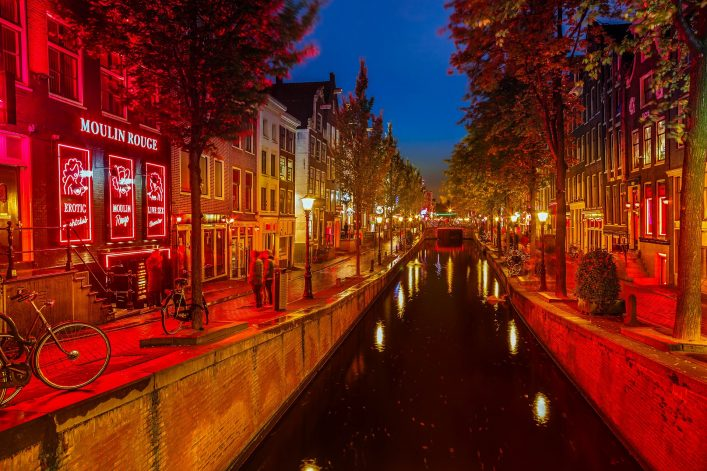 red-light-district-in-amsterdam-shutterstock_126240941-editorial-only-s.-borisov-2