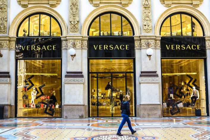 versace-boutique-in-milan-istock_000063834459_large-editorial-only-manakin-2
