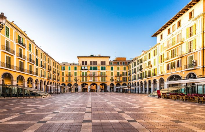 spain-majorca-city-center-palma-famous-square-plaza-de-major-balearic-islands-shutterstock_600436802-2