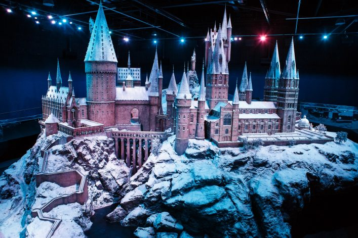 Hogwarts-castle-model-in-the-snow-6