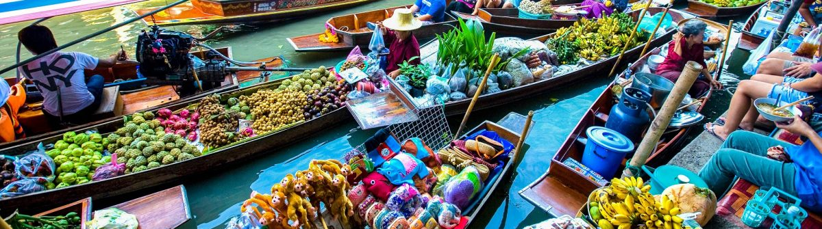 busy-sunday-morning-at-damnoen-saduak-floating-market-shutterstock_17122474-editorial-only-juriah-mosin-2