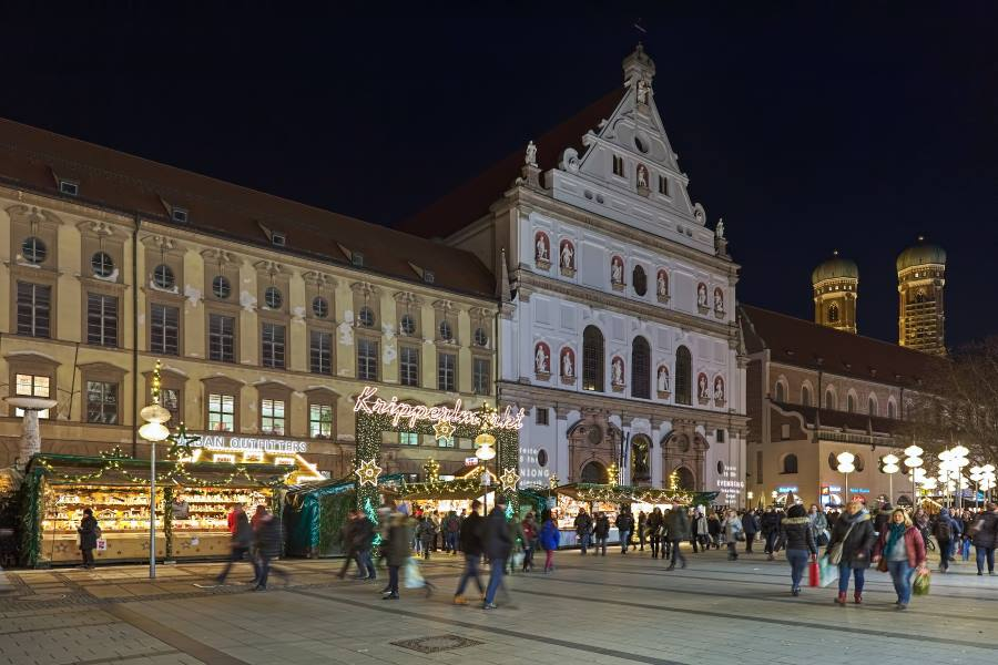 shutterstock_1137304232_EDITORIAL-ONLY_MUNICH-GERMANY_Kripperlmarkt_Mikhail-Markovskiy_900x600