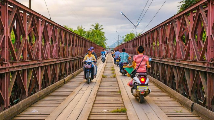 Alte-Bruecke-in-Luang-Prabang-Laos-EDITORIAL-ONLY-holgs-iStock-522400566