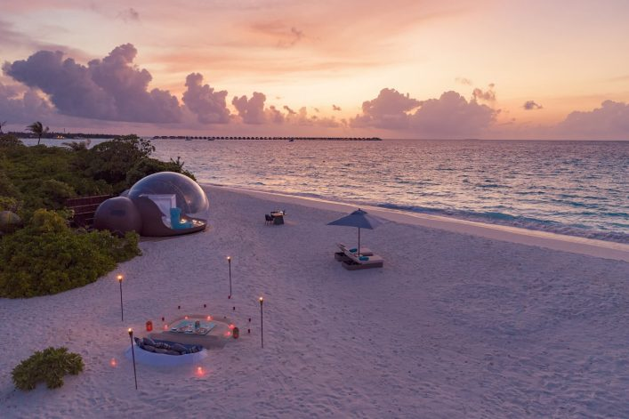 Finolhu-Beach-Bubble-Tent-4