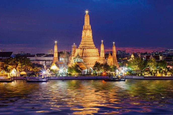 Wat-Arun-Temple-at-twilight-in-Bangkok-Thailand-shutterstock_275995682