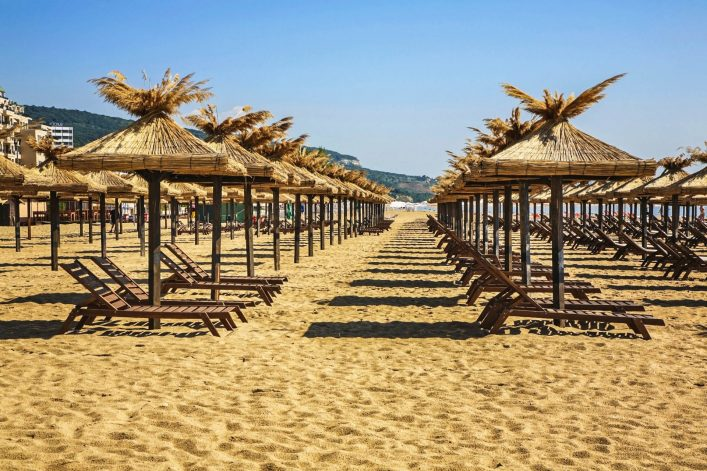 beach-in-golden-sands-bulgaria-istock_000044796314_large-2-e1529414636433