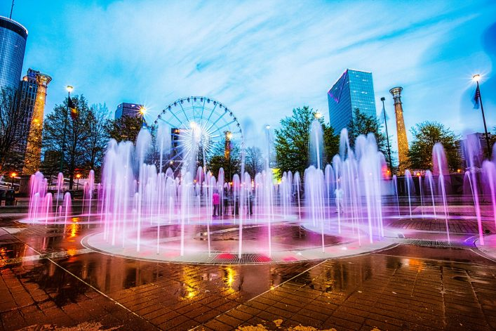 bunte-centennial-fountain-bei-nacht-istock_000038932652_large-editorial-only-marilyn-nieves-2