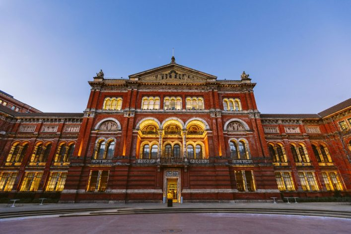 24.-Victoria-and-Albert-Museum-London_shutterstock_382162630
