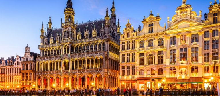 Brussels-Belgium.-Wide-angle-night-scene-of-the-Grand-Place-and-Maison-du-Roi-one-of-Europe-finest-historic-squares-and-a-must-see-sight-of-Bruxelles._519683941_900x600