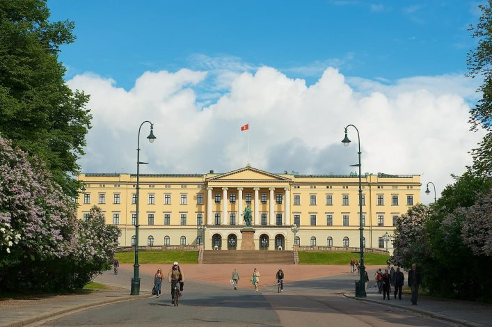 EDITORIAL-ONLY-Dmitry-Chulov.-Exterior-of-the-Royal-palace-building-in-Oslo-Norway.-shutterstock_1161868702