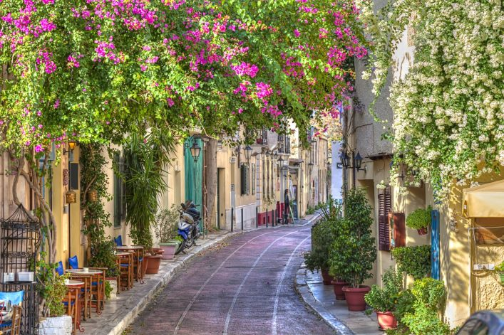 Traditional-houses-in-Plaka-area-under-Acropolis-AthensGreece_shutterstock_120997144