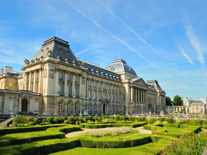 shutterstock_113253475_The-Royal-Palace-in-center-of-Brussels_900x600