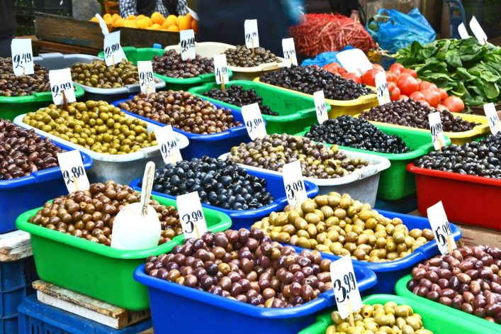 shutterstock_754445380_Mixed-and-A-lot-of-Pitted-Olives-in-the-Central-Market-of-Athens_1920x1280_tiny