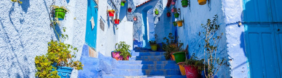 Allay-of-Chefchaouen-Morocco-the-striking-variously-hued-blue-washed-old-town_548825320