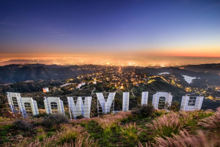 Ausblick-am-Hollywood-Sign-EDITORIAL-ONLY-SeanPavonePhoto-iStock-515064274