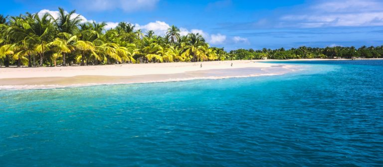 lonely-tropical-island-in-the-caribbean-bahamas-istock_000020037538_large
