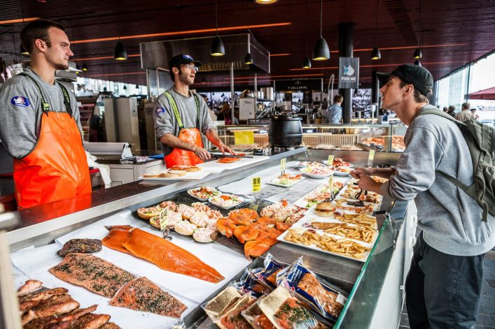sea-food-productss-at-the-fish-market-in-bergen-istock_27059860_xlarge-editorial-only-paolo-cipriani-2-e1536753142878
