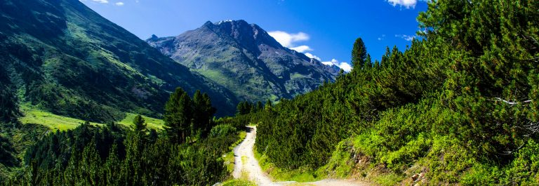 Beautiful-mountain-view-Oetztal-valley-Tyrol-Austria-shutterstock_485172577-2