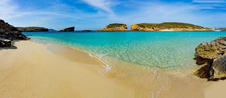 The-Blue-Lagoon-on-Comino-Island-Malta-Gozo-shutterstock_319708925