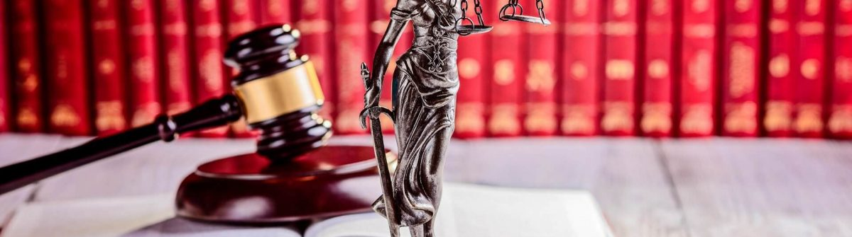 Symbols-of-law-in-court-library-iStock_92233081_1920