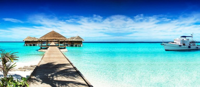 Rest-in-the-Maldives-and-a-yacht-cruise-on-the-ocean-iStock_000072801683_Large-2-1