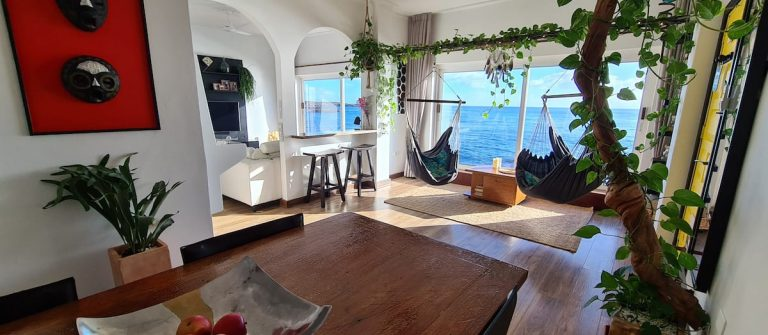 ug-airbnb_The-Labyrinth-of-the-sea