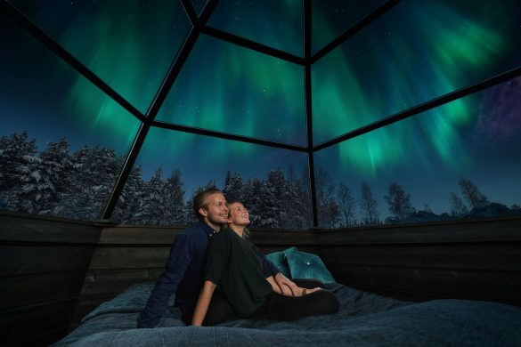 HO-Northern-Lights-from-igloo-1